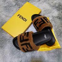 homens de pele sapatos casuais venda por atacado-Mulheres Furry Chinelos Fluff carta luxo casual Sapatos Botas Moda homens de moda de luxo Sandals Fur Slides chinelos com caixa F1681