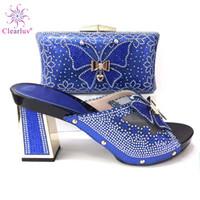 königliche blaue schuhe für frauen hochzeit großhandel-Königsblau merkwürdige Fersenfrauen pumpt freies Verschiffen elegantes Hochzeitsbrautnigeria in den hochwertigen italienischen Schuhen und in der Tasche, um zusammenzupassen