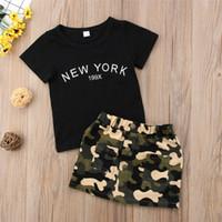 meninas camuflagem shorts venda por atacado-Recém-nascido Kid Baby Girl roupas em torno do pescoço carta de manga curta impressão Top Botão de Camuflagem bolso Saias 2 pc Criança Algodão Outfit