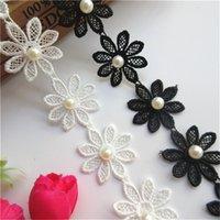 spitze perlenband weiß großhandel-1 Yard Perle Gänseblümchen Blume Lace Edge Trim Ribbon 4 cm Breite Weiß Schwarz Gestickte Stoff zum Nähen Handwerk Bekleidungszubehör