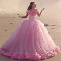 aus schulter rosa kleider großhandel-2019 Pink Off Shoulder Puffy Ballkleid Quinceanera Kleider Floral Rüschen Abendgesellschaft Kleider Abendgarderobe BA3070