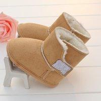 chicos calientan zapatos al por mayor-Zapatos de diseñador para niños Zapatos de bebé de invierno cálido Niños recién nacidos Zapatos clásicos de primer andador Suela suave para bebés Prewalkers Envío gratis