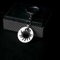 porte-clés de voiture solaire achat en gros de-Noir blanc bicolore solaire en acier inoxydable Designer cadeaux d'anniversaire porte-clés porte-clés Designer voiture porte-clés Accessoires cadeaux de la Saint-Valentin