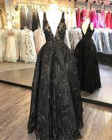 abend applikation blumen großhandel-2019 New 3D Floral Appliques Abendkleider Lace Sexy V-Ausschnitt Abendkleid Bead Plus Size Little Black Abendkleider