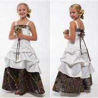 organza junior nedime elbiseleri toptan satış-Camo Çiçek Kız Elbise Spagetti Sapanlar Dantel-up Geri Kat Uzunluk Düğün Konuk Elbiseler A Hattı Çocuklar Örgün giyim Custom Made
