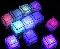 kristal buz küpleri yılbaşı toptan satış-LED Işık Buz Küp Yapay Sıvı Sensörü Aydınlatma Kristal Noel Düğün Ktv Bar Parti Tatil Için Buz Küpleri Flaş