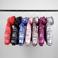 niños bebés chaquetas impermeables al por mayor-2019 chaqueta de invierno de los cabritos del bebé de la ropa de la muchacha muchachos de las niñas a prueba de agua del Snowsuit Oro Plata hacia abajo Jacekts niños Parka con capucha