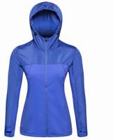 kaliteli spor giyim toptan satış-Moda-Kadın spor yüksek kalite Marka Ceketler Açık Giyim Hızlı Kuru Spor Giyim Su Geçirmez Ceket Fermuarlar Up Kapüşonlu Mont