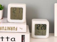 mesas de cubo con luz led al por mayor-NUEVOS 7 colores LED que cambia el despertad escritorio de la alarma Gadget termómetro digital Noche Resplandeciente Cubo reloj LCD luz de tabla del escritorio