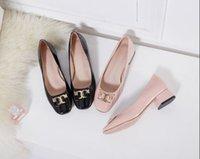 vestido grueso de mujer caliente al por mayor-Vestido de los zapatos de las mujeres botón de metal gatito talón de cuero brillante caliente zapatos de boda femenina de tacón alto de la plataforma del talón grueso del cuero genuino