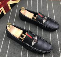 sütyen zincirleri toptan satış-Yüksek kaliteli erkek zincir reaksiyonu lüks rahat ayakkabılar, erkek oxford rahat ayakkabılar, erkek loafer'lar, yeşil kırmızı arı ayakkabı, erkek tasarımcı slaytlar G2.63