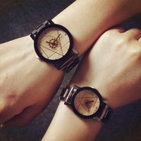 reloj de brújula de lujo al por mayor-Pareja de acero completa Relojes de cuarzo Amante de lujo Reloj de pulsera Reloj Engranaje Triangular Puntero Brújula Giradiscos Hombres Mujeres Reloj Barato DHL
