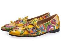 loafers amarelos para homens venda por atacado-Homens Amarelo-tonificado Multicolor Jacquard Canvas Duplo-monge Loafers Belgas Floral Bordado Flats Homens Sapatos Casuais