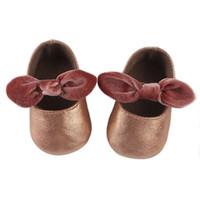 yürümeye başlayan çocuk ayakkabıları lastik tabanlar toptan satış-Bebek Yürüyor Ayakkabı Rahat Kauçuk Taban Kaymaz Bebek Ayakkabıları Yuvarlak Kafa Yay Düşük Yardım Bebek Yürüyor Ayakkabı 45