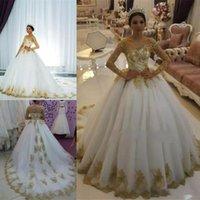 ingrosso abiti da sposa arabi oro-Abiti da sposa stupendi abiti da sposa con spalle scoperte Applicazioni in oro perline arabe saudite Abiti da sposa taglie forti