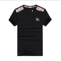 ingrosso t si fonde-New Fashion Tide Designer Uomo Abbigliamento Estate Mens Designer T Shirt Casual Streetwear Designer T Shirt Rivetto misto cotone manica corta # 815