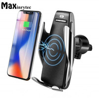 ingrosso caricabatterie caldo-Caricabatterie wireless per auto Sensore automatico per iPhone Xs Max Xr X Samsung S10 S9 Intelligente a infrarossi veloce Ricarica Wirless Supporto per telefono per auto caldo