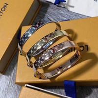 buchstabencharmearmbandschmucksachen großhandel-Kostenlose Modeschmuck Desginer Frauen Armreifen Klassische Buchstaben Charme Armbänder Armreif Brief Schnalle Armband New Style Armbänder