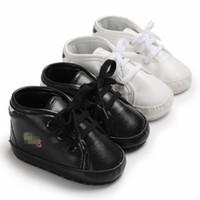zapatos de suela blanda al por mayor-Zapatillas infantiles de PU para niños Zapatillas de bebé primeros caminantes Niños pequeños suela suave de invierno cálido zapatillas de deporte