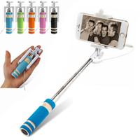 drahtlos gebaut bluetooth selfie stick groihandel-NEU Faltbarer Super Mini Kabelgebundener Selfie-Stick Ausziehbarer Monopod-Kabelverschlussgriff Kompatibel mit Mobiltelefonen