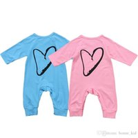 zwei jungen mädchen babys großhandel-Säuglingsbabyjungenmädchen lange Hülsenoverallpyjamas blaues Rosa zwei Farbenherzmuster neugeborenes Babyspielanzug Playsuitkleidung Kinderkleidung