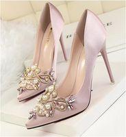 белая атласная обувь из горного хрусталя оптовых-Женщины Туфли на высоком каблуке 2019 Свадебные белые свадебные туфли со стразами Кристалл Shallow Мода Искусственного Шелка Атласная Стилет