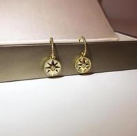 18k roségold perlenohrringe großhandel-Luxus Schmuck 925 Silber vergoldet dicken goldenen Kompass Diamant Perlmutt Ohrringe Designer C und D Rose des Vents Serie Ohrstecker
