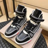 tendencia de zapatos casuales para hombre al por mayor-Zapatos casuales de los hombres Zapatillas de deporte de moda al aire libre para hombres High-top zapatos para caminar Otoño Invierno Tendencia plana Ocio Casual Hombres Zapatos Zapatos hombre
