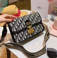 rockhandtaschen großhandel-Handtaschen Frauen Taschen Mode Luxus Designer Taschen Umhängetasche Umhängetaschen 2019 Lady Preferred 23 * 15cm Rock-Stil