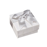 bogen armbänder ring großhandel-Luxus Schmuck Paket Box Ring Armband Stud Qualität Weiß Schmuckschatulle Schmuck Verpackung Fall Mit Fliege 7 * 7 * 3,5 cm