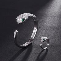 braceletes de diamante de ouro de ouro 14k venda por atacado-14 k Mulher de Ouro Diamante Animal Pulseira Cobra Pulseiras Abertas Designer de Jóias de Luxo Natural Esmeralda Casamento Jóias