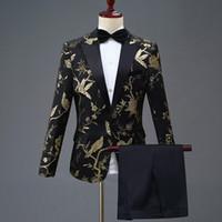 yeni şık takım elbise toptan satış-Yeni Tasarım Erkek Şık Nakış Kraliyet Mavi Yeşil Kırmızı Çiçek Desen Sahne Şarkıcı Düğün Damat Smokin Kostüm Suits