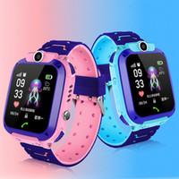лучшие детские часы gps оптовых-Для детей Q12 SmartWatch GPS Студенческого наручных часов Z5 Смарта часов Remote Camera SOS водонепроницаемого SIM вызов Для Android IOS Лучшего подарок PK DZ09