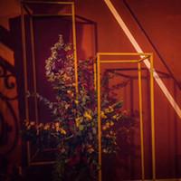 event vase großhandel-10 STÜCKE Gold Blumenvase Bodenvasen Spalte Stehen Metall Straße Blei Hochzeit Herzstück Blumenregal Für Event Party Dekoration EEA319