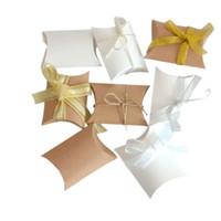 baby süßigkeiten schachtel geschenk groihandel-10pcs / lot Muster Kissen Candy Box Hochzeit liefert Baby gezeigt Gefälligkeiten Geschenk Box Tasche mit Design-Angebot des Bandes 8