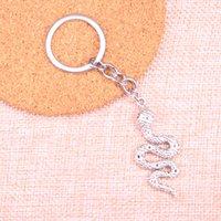 schlange keychain großhandel-Neue Art und Weiseschlangekobra KeyChain handgemachtes Metall Keychain Party Geschenk Schmucksachen 51 * 21mm