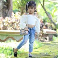 conjuntos de roupas de contas venda por atacado-Bebê Meninas Define Branco Fora Do Ombro Top + Buraco Jeans Frisado 2 Pcs Set 2019 Moda Verão Menina Crianças Roupas Boutique Outfits