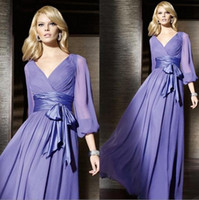 simples vestidos formales de color púrpura al por mayor-Vestido largo de manga larga de talla grande de 2020 Vestido de madre de la novia púrpura Vestidos de noche de gasa con cuello en V de una línea