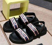ingrosso appartamenti di marca di moda-Gli uomini di marca sandali in pelle di mucca, estate moda fibbia spiaggia pantofole rivetti in metallo Designer piatto gladiatore in pelle intrecciata sandali con scatola, 38-46