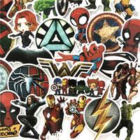 anime spiegel großhandel-50 stücke Marvelstyle Aufkleber Anime Klassische Aufkleber Spielzeug Für Laptop Skateboard Gepäck Aufkleber Dekor Lustige Iron Man Spiderman Aufkleber Für Kinder