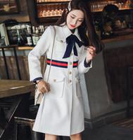 0d2c954dff8bfa Spedizione gratuita Autunno blu scuro collare arco singolo pulsante sfilata di  lana cappotti da donna di fascia alta marchio stesso stile cappotto donne  ...