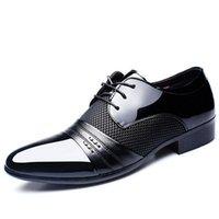männer zeigten schwarze schuhe großhandel-2019 neue Marke Klassische Männer Spitzschuh Schuhe Herren Lackleder Schwarz Hochzeit Schuhe Oxford Formale Große Größe mode