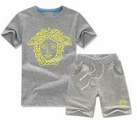 yeni marka stilleri gömlek oğlan toptan satış-2019 Daha stilleri YENI tasarımcı marka Bebek Bebek Kız Yaz kısa kollu Çocuk Boy Kızlar 2 Parça set T Shirt + Pantolon Bebek çocuk Giyim setleri