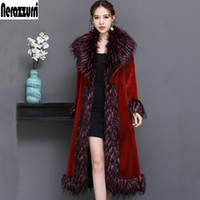меховой красный воротник оптовых-Nerazzurri роскошные взлетно-посадочной полосы пальто женщин 2019 зима красный пушистый искусственного меха пальто женщин с меховым воротником плюс размер пальто 5xl 6xl 7xl