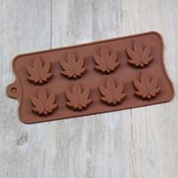 molde de chocolate magdalena al por mayor-Bandejas de molde de caramelo de silicona de hoja de arce para toppers de cupcake de chocolate gomitas jabón de hielo moldes de mantequilla brownies pequeños o regalo de novedad para fiestas