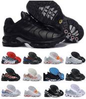 mulher, correndo, sapatos venda por atacado-2019 Tn Sapatos Novos Projetos Dos Homens Das Mulheres Air Plus Sports RunninG Formadores Zapatillaes Preto Branco Tuss Femme Tn Homens Baratos Sneakers