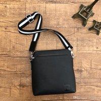 atmosphäre ledertaschen großhandel-High-End-Atmosphäre klassischen Herren Messenger Bag Leder Mode einfarbig Herren Designer Tasche schwarz Anzahl: 8018.