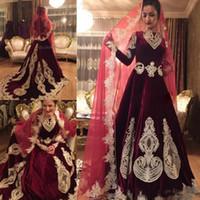 indische perlen großhandel-Vintage Burdundy Velvet Muslim A-Linie Brautkleid mit langen Ärmeln Kapelle Zug Indian Style Brautkleid Wedding nach Maß Appliques Beads