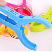 windklemme großhandel-4Pcs Stronging Kunststoff Farbe Clips Strandtuch Klemme an der Wind Clamp Clothes Pegs Trockengestelle Haltebügel zu verhindern