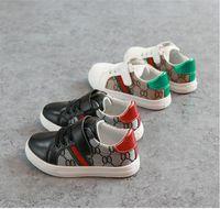 chicas coreanas al por mayor-Los zapatos planos 2019 en zapatos Stock nuevos niños de la manera de los niños del estilo de los zapatos ocasionales de costura de Corea del patrón para los bebés niñas COCO